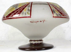 D'ARGYL - Bowl on a pedestal made of satin glass with stylized polychrome decor.