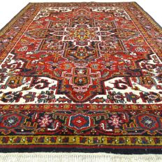 "Heriz – 290 x 194 cm. – ""Cool Oriental rug in good condition"" - With certificate."