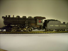 Tenshodo H0 -  steam locomotive with towed tender of New York Central (brass)