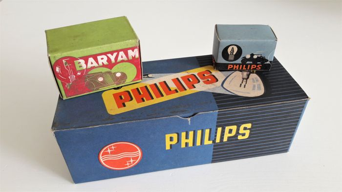 philips and baryam new old stock classic car lights in nice original packaging catawiki. Black Bedroom Furniture Sets. Home Design Ideas