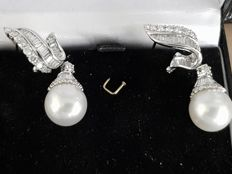 New Art Deco style earrings set with 2  farmed freshwater pearls and diamonds 2.61 ct