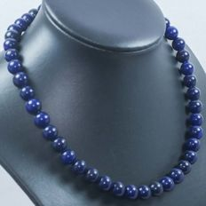 18 kt gold necklace with sapphires – 45 cm.