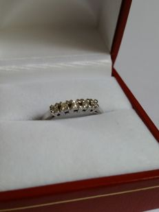 14 kt white gold half eternity ring with diamond – size 17.5 / 55.5 – no reserve price –