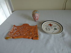 3x item of Dutch Royal Family, including plaque of coat of arms, plate and doll's head of Juliana