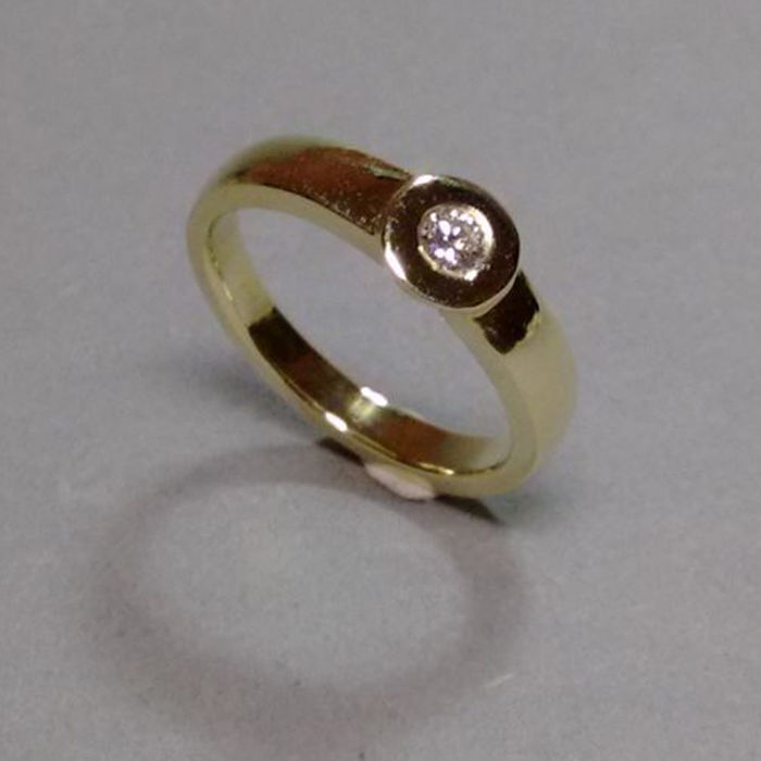 Ring in 14 kt yellow gold with brilliant, approx. 0.16 ct - RS 60