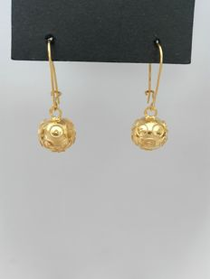 19.25 kt (800/1000) gold hand-crafted filigree earrings