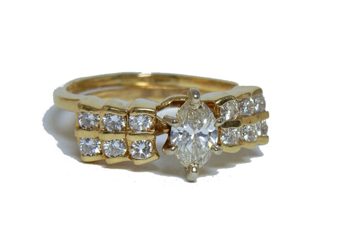 Set of 2 gold engagement rings and wedding ring including a solitaire diamond – 1.10 ct.