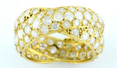 18 kt gold ring with 116 natural brilliant cut diamonds of 3.72 ct in total (K/L/P3). IGE certificate.