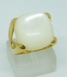 18k yellow gold ladies Ring with mother of pearl, size 53