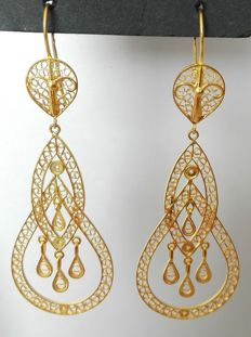 19.25kt (800/1000) gold hand-crafted filigree earrings