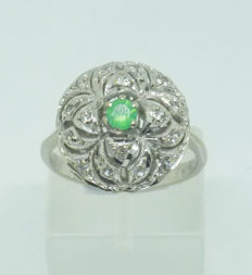 18k Gold ladies ring with white sapphires - size 56
