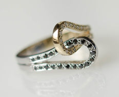 14 kt white/yellow gold ring with black and white diamonds - ring size 52.5