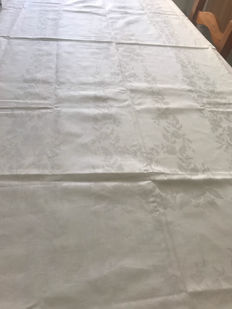 Antique pure cotton Damask tablecloth complete with napkins