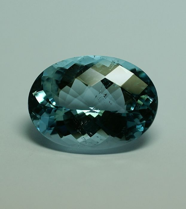 Topas, intense blue,  - 34.40 ct