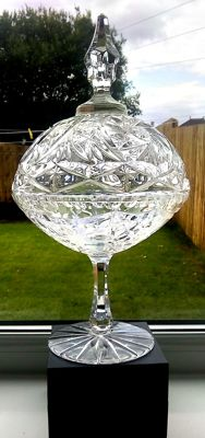 American cut crystal glass dish/bowl and cover, 1950s