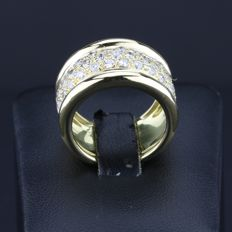 Ring in 18 kt yellow gold set with 1.75 ct, size 54