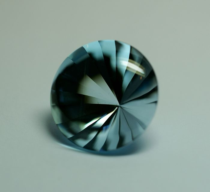 Topas,  sky-blue, 87.59 ct