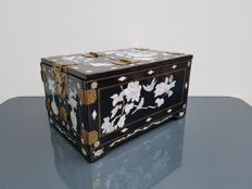 Black lacquerware jewellery chest – China – 2nd half 20th century