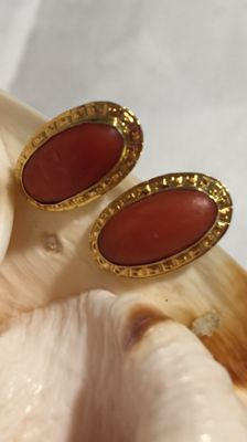 18 kt gold earrings with red Mediterranean coral - Upper size: 10 mm x 18 mm.