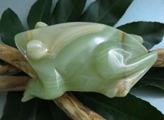Large nicely detailed frog of natural agate