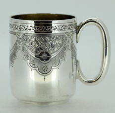 Victorian silver cup with decorative engravings - James Dixon & Sons - Sheffield - 1890