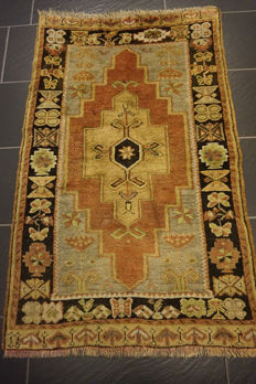 Collector's oriental carpet, Anatolia, Yahali, Kazak patterns, 80 x 135 cm