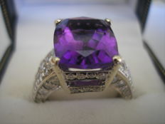 18k Diamond and Amethyst ring