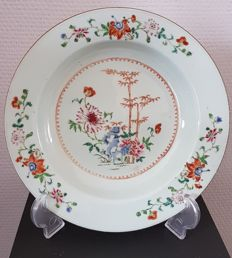 "A porcelain ""Famille Rose"" dish – China – 18th century."