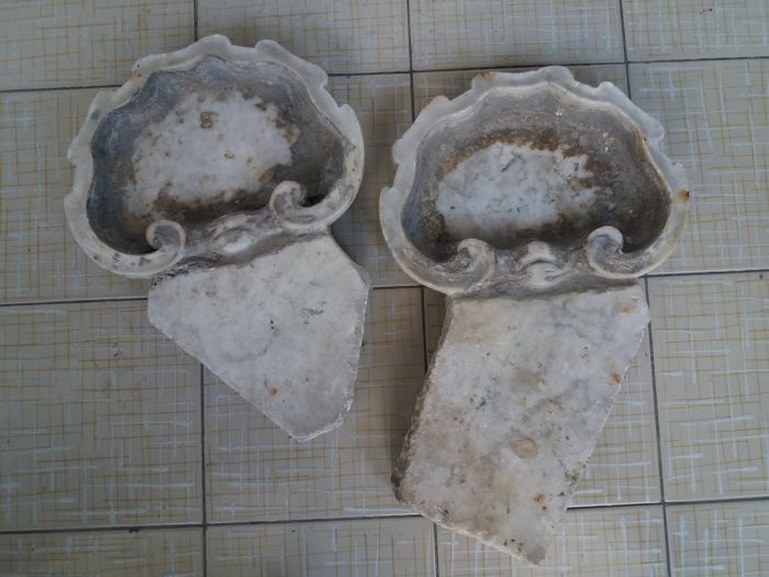 Pair of marble holy water stoups - Southern Italy - 18th-century