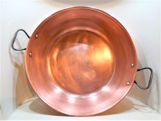 A French jam pan of copper