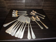 7 Silver plated sugar spoons & 10 silver plated fish knives - restaurant silver