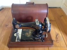 Singer 28 sewing machine with original cover, user manual and needles, 1901