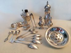 Collection of silver plated metal - consisting of: 1 pepper grinder and 1 salt and pepper shaker, 1 silver butter dish, 3 napkin rings, 1 sugar bowl and pair of tongs and 1 set of small spoons