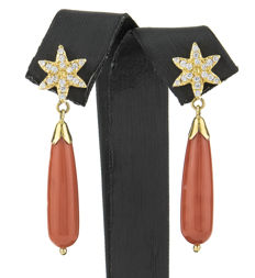750/18 kt yellow gold – Earrings – Coral – Earring height: 45.45 mm (approx.)