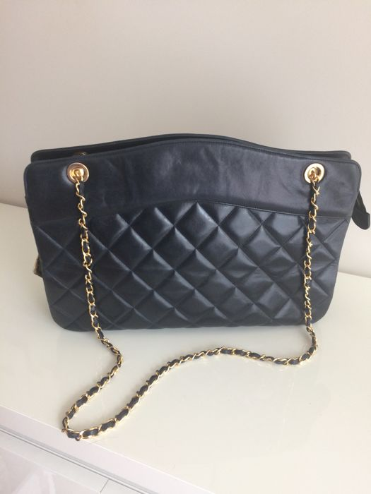 Chanel - shoulder bag.