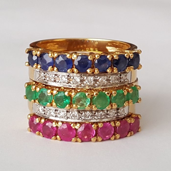 Four interchangeable rings in 18 kt gold, with 3.10 ct of brilliant-cut diamonds, emeralds, rubies and sapphires - Size: 16.5 mm 12/52 (EU) - No reserve price