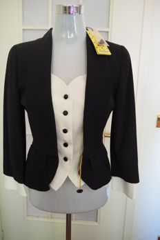 Luisa Spagnoli – Gorgeous spencer jacket with white removable vest and three quarter sleeves – New, still with tag.
