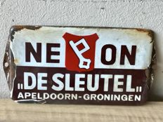Old enamel sign/doorpost plate NEON - DE SLEUTEL