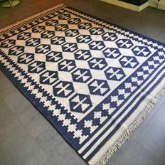 Beautiful blue/white Kilim – 244 x 174 – unique design – very good condition