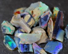 Dark/Crystal Lightning Ridge Opal - 125 cts - 10 to 25 mm