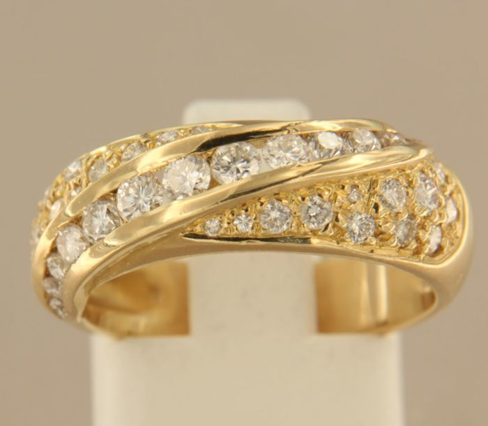 18 kt Gold ring set with 38 brilliant cut diamonds, approx. 1.00 ct in total - ring size 17.5 (55)