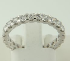 14k white gold full aliance ring set with 24 brilliant cut diamonds, approx. 1.55 carat in total, ring size 17.25 (54)