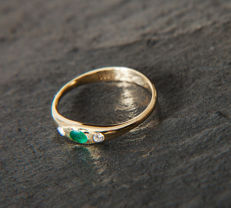 14 K Gold Ring with Diamond in brillant cut of c. 0.06 Ct & Emerald 0,1 CT