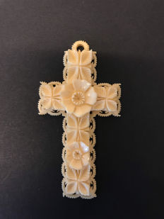 An Ivory cross - England - ca 1900
