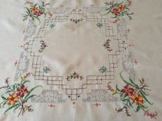 Hand embroidered tea tablecloth - Italy - 1960s.