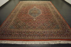 Magnificent hand-knotted oriental carpet, Indo Bidjar Herati with medallion, 252 x 337 cm, made in India