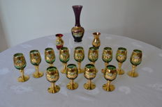 Murano crystal - 13 wine glasses and 3 vases, enhanced with gold, ca. 1950, Italy