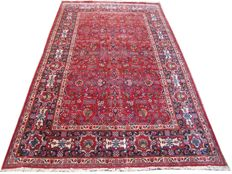 Magnificent antique Persian Kashan, handmade 220 x 350 cm.