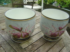 PARIS PORCELAIN - PAIR OF CACHE-POTS IN PORCELAIN -  NAPOLEON III PERIOD- FLORAL DECORATION - In very good condition