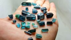 Lot of indicolite blue tourmaline crystals - 90 ct.